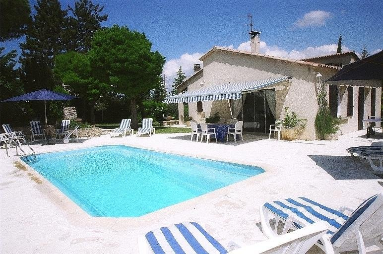 Amazing villa with swimming-pool, vacation rental in Oppedette