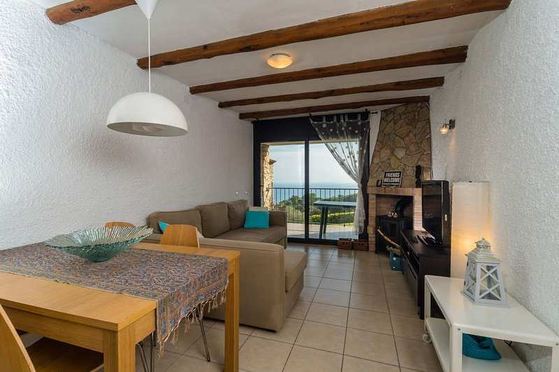 Calella de Palafrugell Apartment Sleeps 4 with Pool - 5246989, holiday rental in Mont-ras