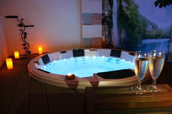 Roulotte avec piscine chauffée, Hammam Sauna & Spa, vacation rental in Aisne