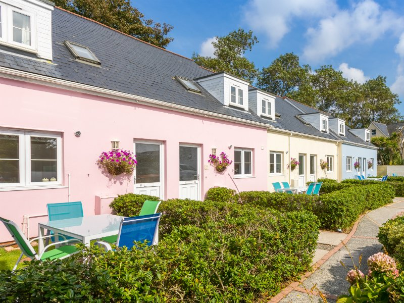 Lovely Cottage in Great Location - Walk to Shops, Cliffs, Beaches & Restaurants, location de vacances à Saint Saviour