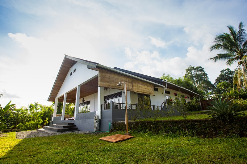 Sulibreeze Bed and Breakfast 1, holiday rental in Maluku Islands