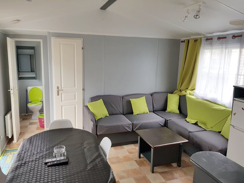 Amazing property with terrace, holiday rental in Nevez