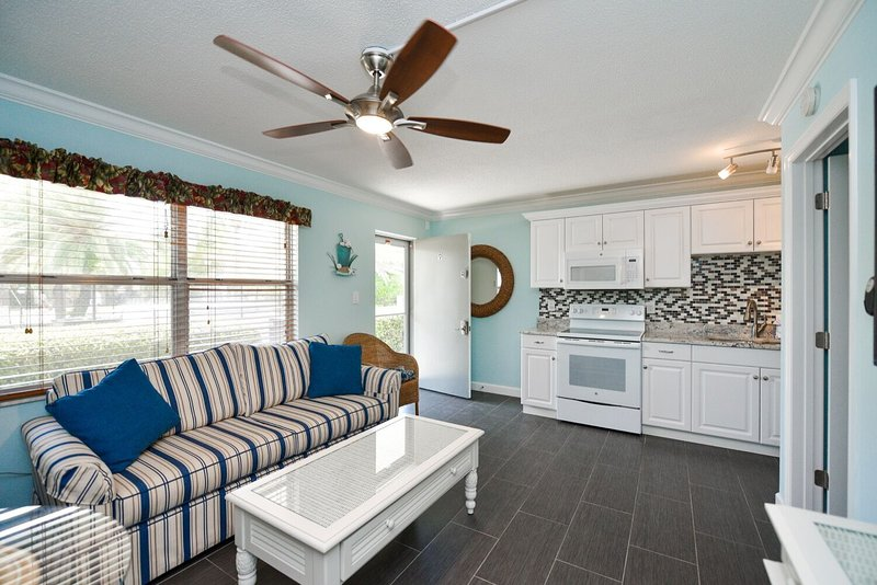 1 Bedroom/ 1 Bath Condo Steps From Siesta Key Sand with Pool Access-Gulf Holiday, holiday rental in Siesta Key