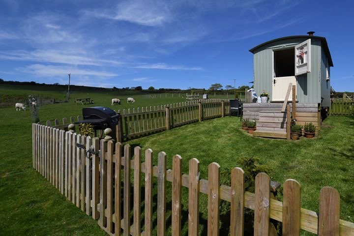 Benton View Shepherd Huts, holiday rental in Swimbridge