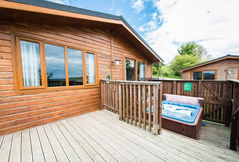 Skylark Lodge with Hot Tub near Cupar, Fife, casa vacanza a Luthrie