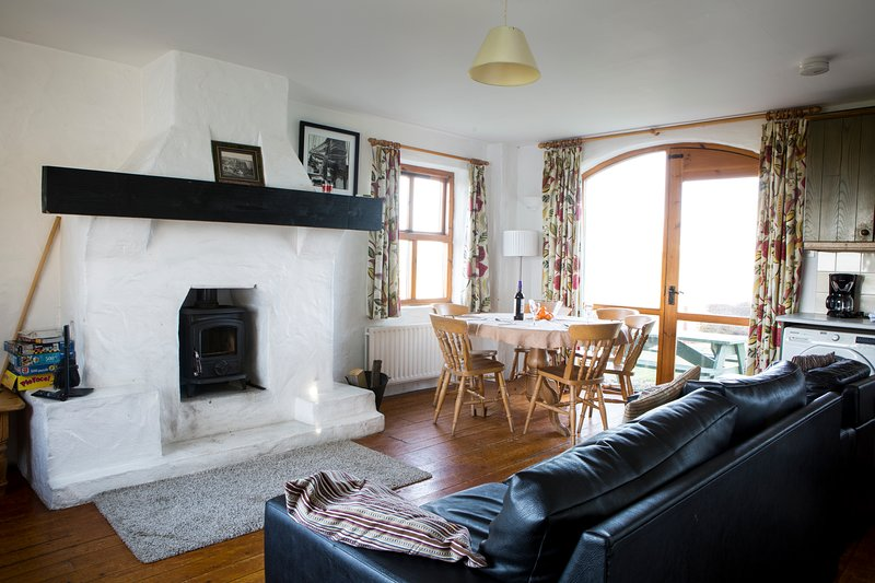 Hawk's Hollow: 3 BD Cottage, holiday rental in Portballintrae
