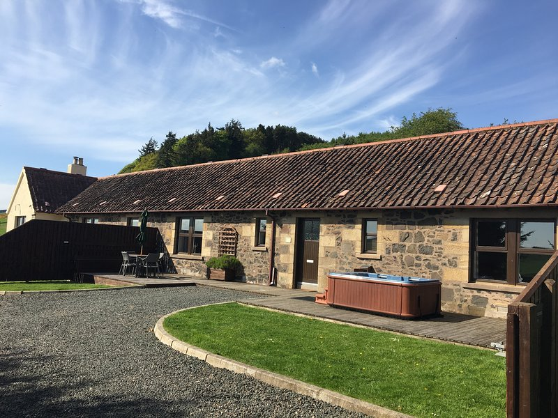 Cherry Blossom Cottage near Cupar, Fife, holiday rental in Letham