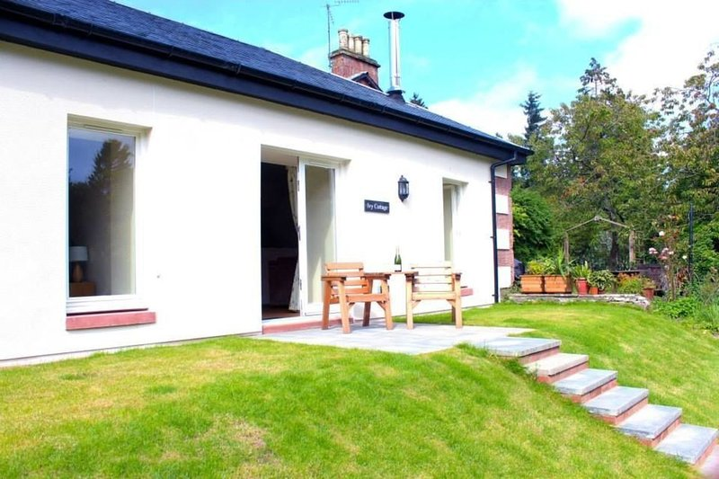 Ivy Garden Cottage, holiday rental in Langbank