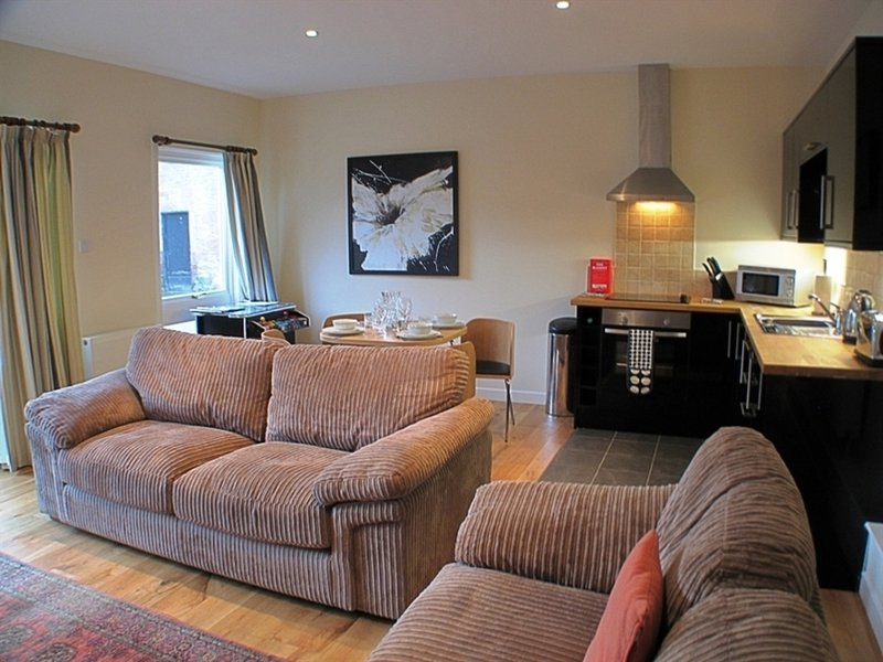 Courtyard Apartment, holiday rental in Langbank