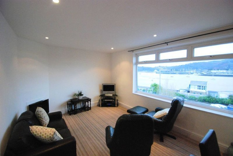 Estuary View Apartment, holiday rental in Deganwy