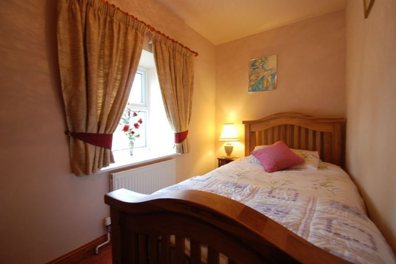 The Farmhouse, holiday rental in Rowen