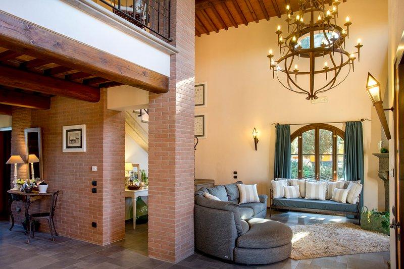 Monte Lopio Villa Sleeps 11 with Pool and Air Con - 5049079, Ferienwohnung in Montelopio