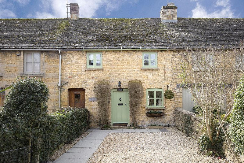 Forsythia Cottage - Homely cottage with everything you need for a getaway in the, vacation rental in Wyck Rissington