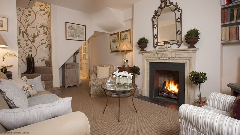 New Church Cottage - A quaint and cosy Cotswold townhouse with an elegant French, vakantiewoning in Tetbury