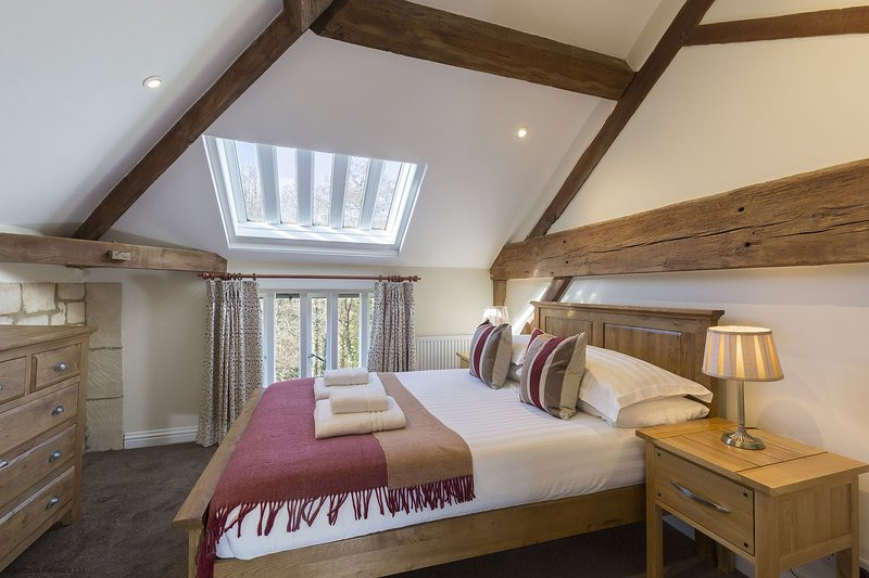 St Kenelm at Sudeley Castle - A modern and gorgeous apartment, situated on the S, vacation rental in Temple Guiting