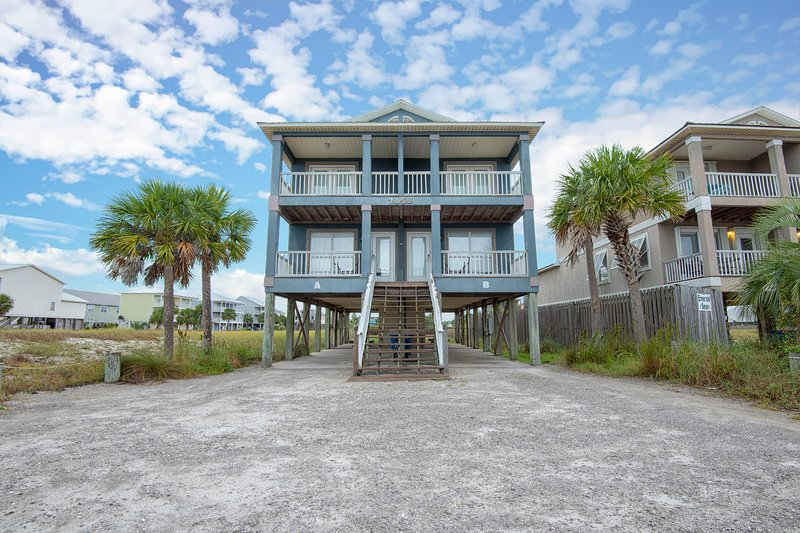 Ariel's Beach House, Side A, holiday rental in Gulf Shores