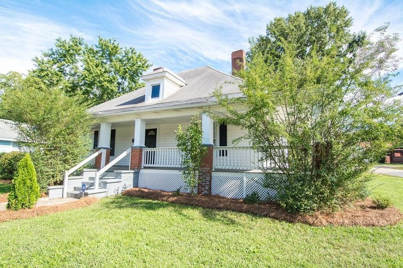 Southern Charm in the Heart of Kannapolis, NC, vacation rental in Gold Hill
