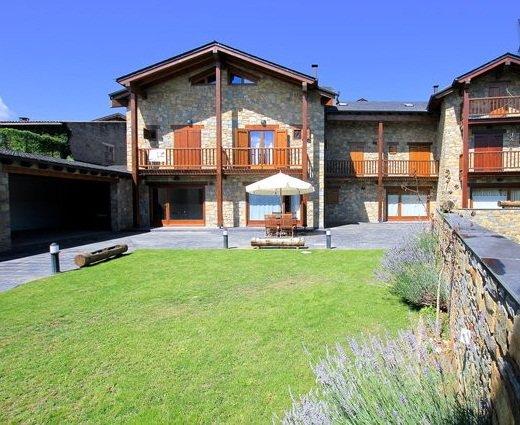 Casa rural ceretana, chimenea, piedra y madera, en BELLVER, holiday rental in Bellver de Cerdanya
