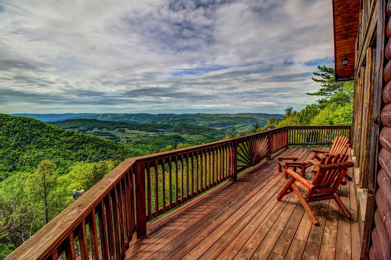 Cloud 9 Main deck with awesome long range views