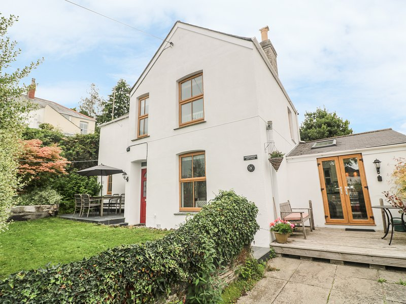 ASTRANTIA COTTAGE, beautifully styled, enclosed garden, wood burner, in, casa vacanza a Lostwithiel