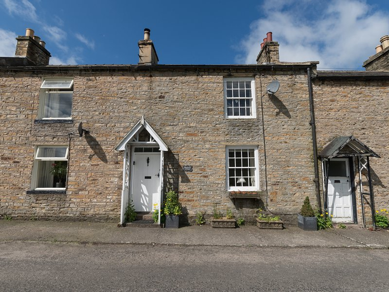 ENGLEWOOD COTTAGE, pet friendly, character holiday cottage, with a garden in, vacation rental in Garrigill