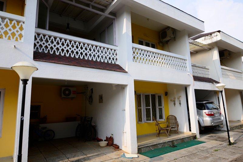 TripThrill Aquamarina 2BHK Apartment, aluguéis de temporada em Sernabatim