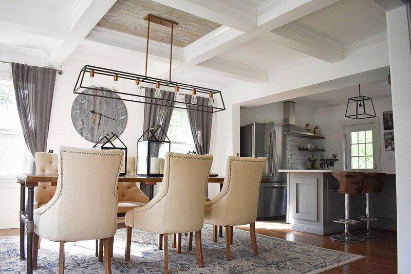 Luxury FixerUpper 4 Bed 3 Bath Modern Farmhouse, Cozy Oasis, aluguéis de temporada em Taft