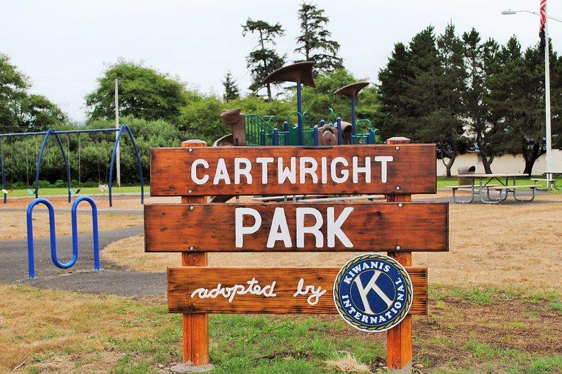 Park hat Picknickplatz und Kletterausrüstung