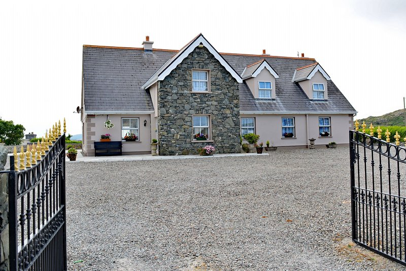 Property 206 - Ballyconneely - Property 206 - Ballyconneely, vacation rental in Clifden