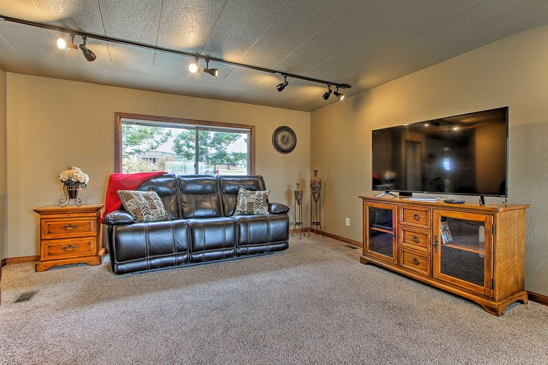 Helena Home w/ Covered Patio & Views!, Ferienwohnung in Canyon Creek