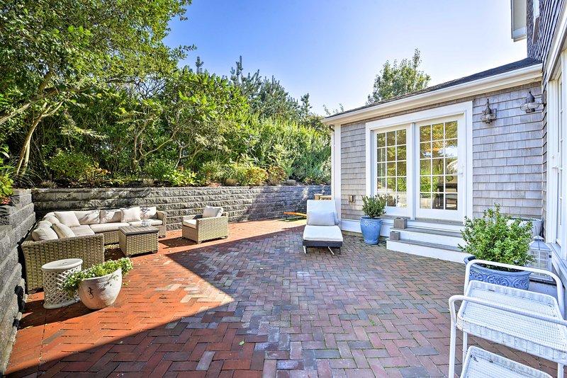 Amerai rilassarsi su questo ampio patio in mattoni dopo aver esaltato l'isola.