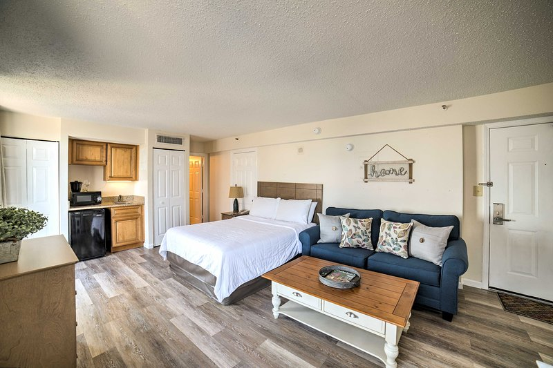 Retreat to this updated vacation rental studio in Myrtle Beach!
