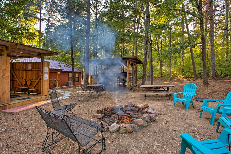 'Stormy Ridge' Cabin w/Hot Tub by Broken Bow Lake!, vacation rental in Hochatown