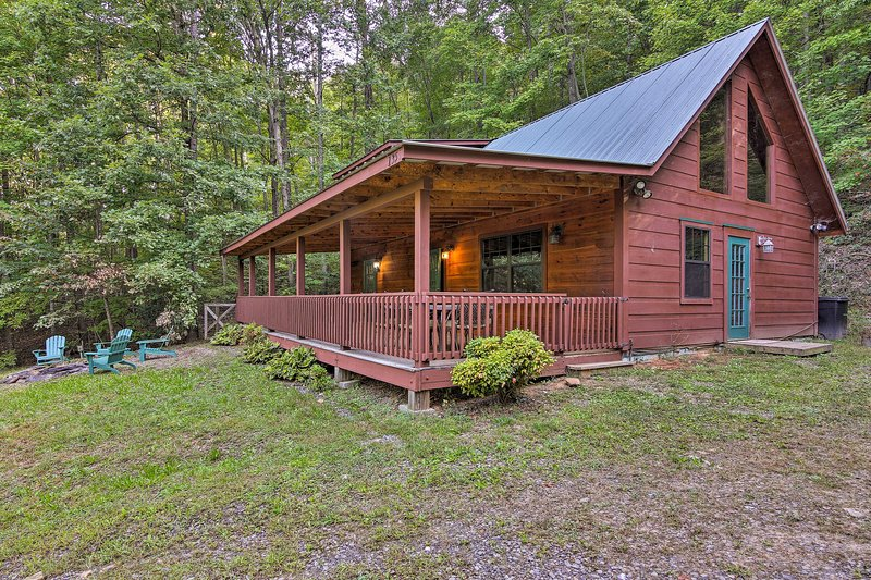 A luxury retreat awaits at this vacation rental cabin in Murphy, North Carolina!
