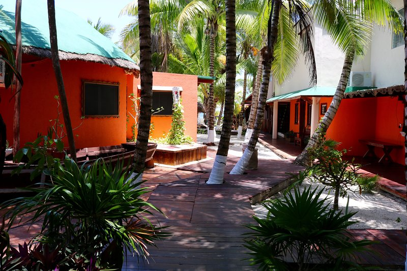 Private Beachfront Villas - Diving Lodge Norte, holiday rental in Puerto Morelos