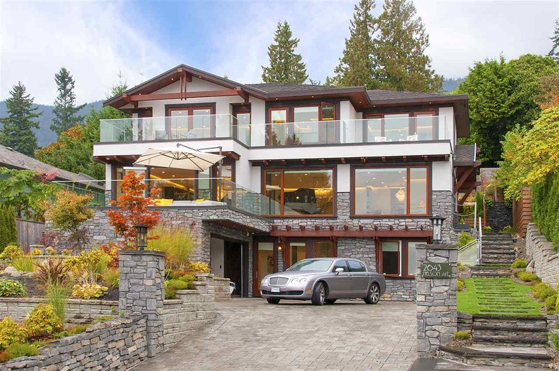 Modern 2 bedrooms suite in Dundrave village, holiday rental in Bowen Island