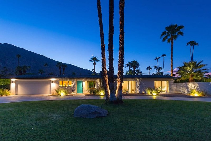 Mid Century Desert Oasis Mini Estate w/Pool, Spa & Gorgeous Views., alquiler de vacaciones en Greater Palm Springs