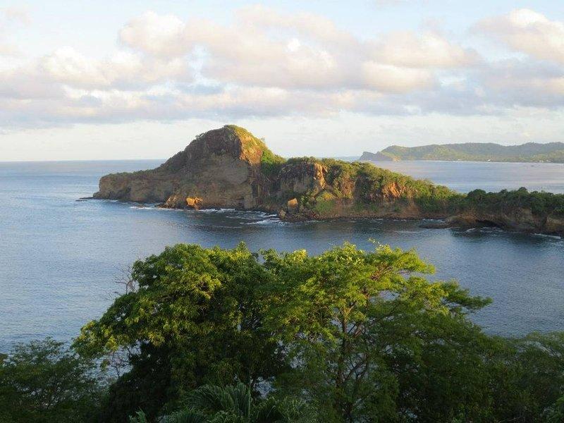 La Vista Nica - 3 br sleeps 6 Amazing View!, location de vacances à Tola