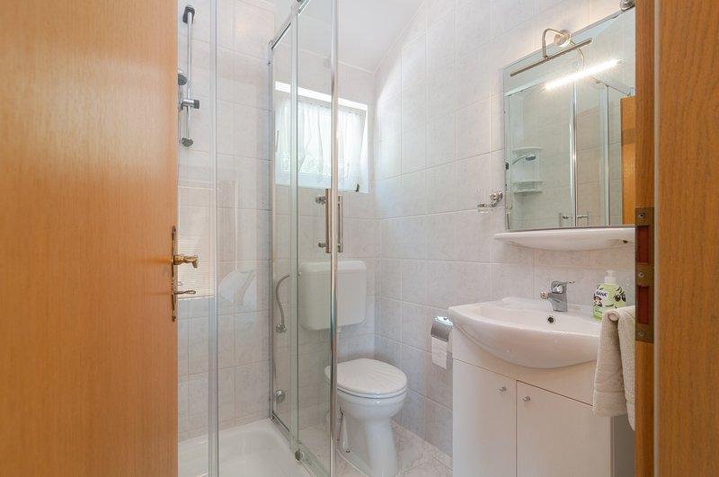 SA Jelena1 (2): salle de bain avec toilette