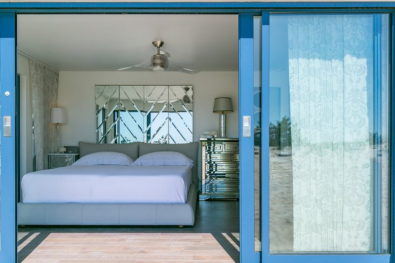 Breathtaking 2 Bedroom Westhampton Beach House