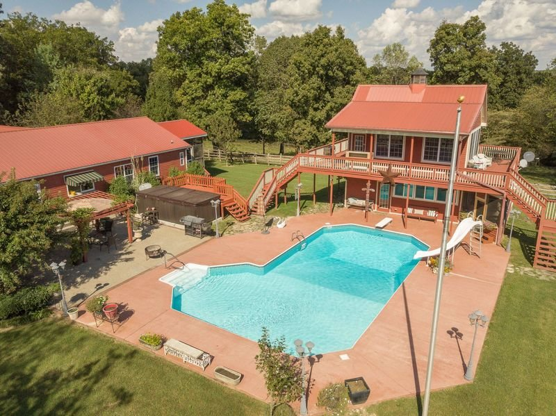 Morning Star Ranch Combo - AC/ WiFi/ Swimming pool/ Spacious grounds/ Sleeps 13, holiday rental in Ashland City