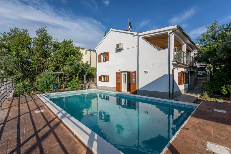 Traditional villa with heated private pool, holiday rental in Seget Vranjica