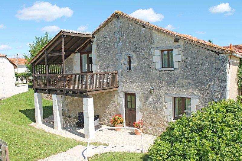 La Vieille Grange, Le Manoir de Longeveau, holiday rental in Petit-Bersac