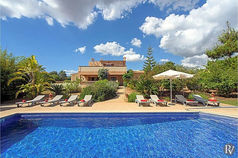 Cas Concos Villa Sleeps 11 with Pool and Air Con - 5681155, vacation rental in Cas Concos