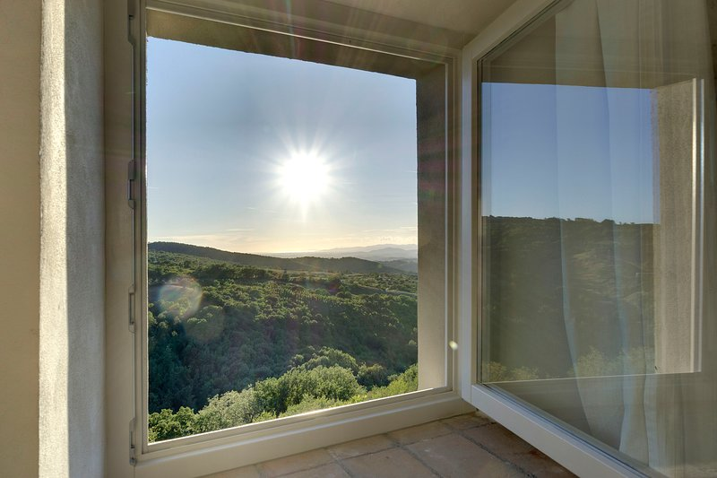 THE VIEW - A POP APARTMENT in CANA, MAREMMA TUSCANY, Ferienwohnung in Baccinello