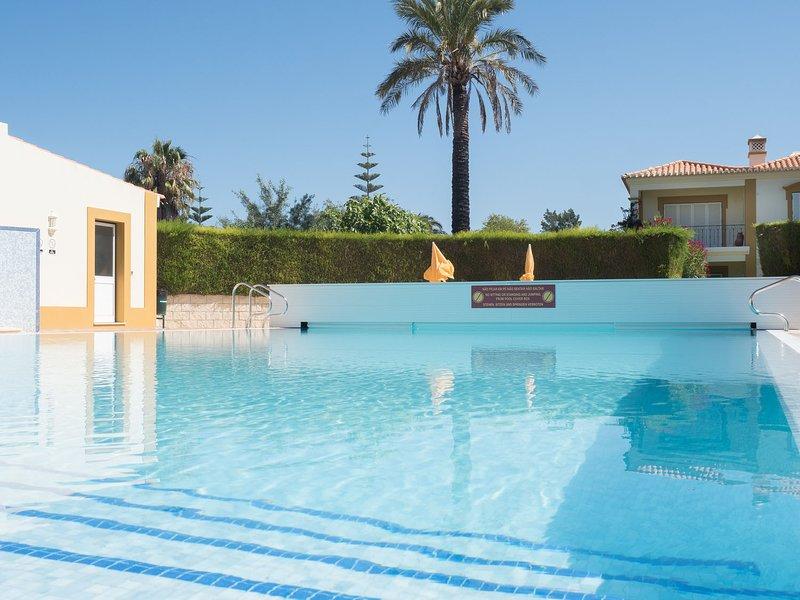 Stylish 2 Bedroom apartment in Gramacho Golf Resort, holiday rental in Estombar