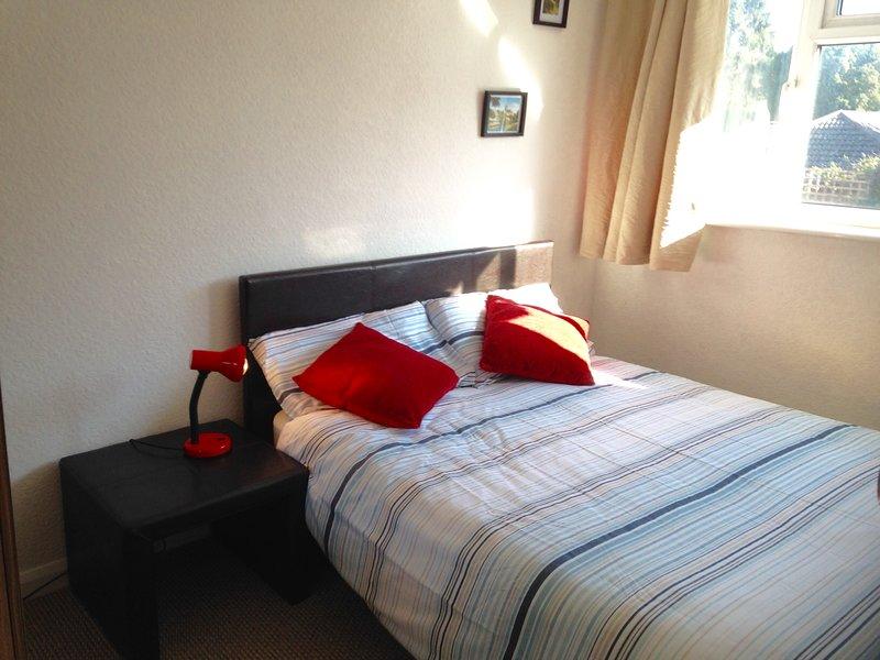 Dormitorio lleno de sol