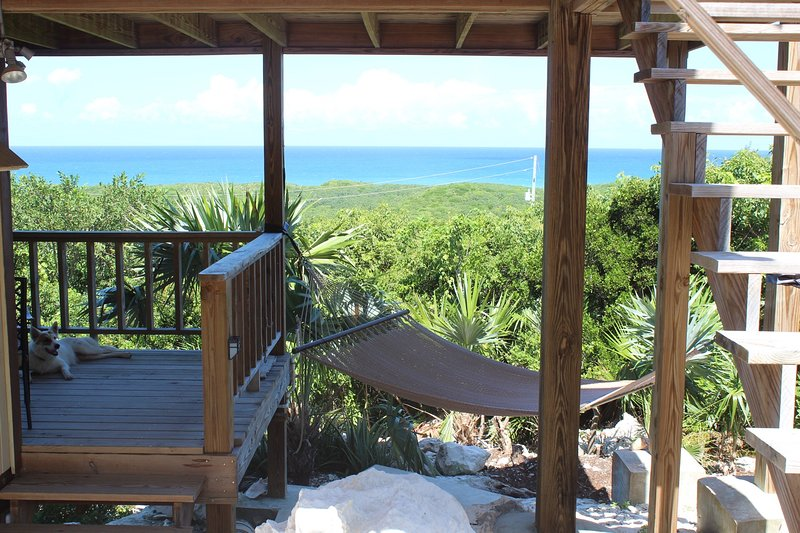 The View at Surfer's Beach Lower Unit Only, location de vacances à Eleuthera