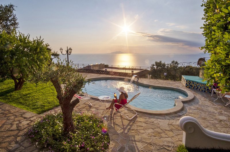 AMORE RENTALS - Villa Marika with Private Pool, Sea View, Parking, Garden, Barbe, vacation rental in Sant'Agata sui Due Golfi