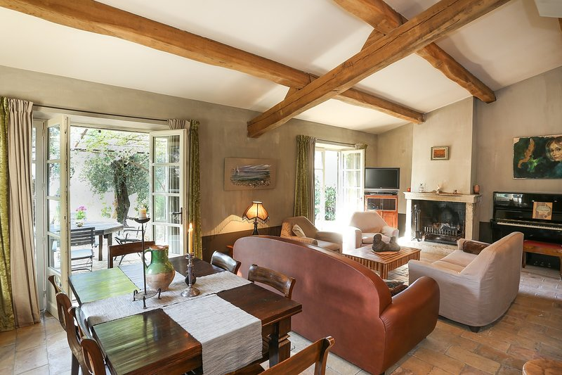 JdV Holidays Maison Fleurie, 2 bedroom character house with private pool, hammam, location de vacances à Falicon